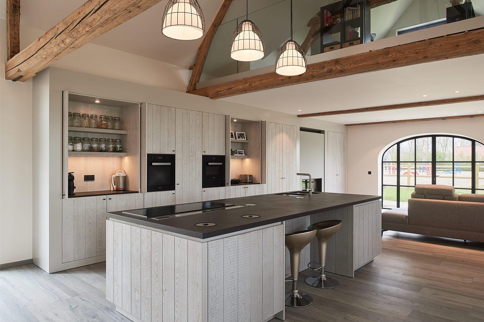 Landelijke keuken met kookeiland in hout - ACK Keukens