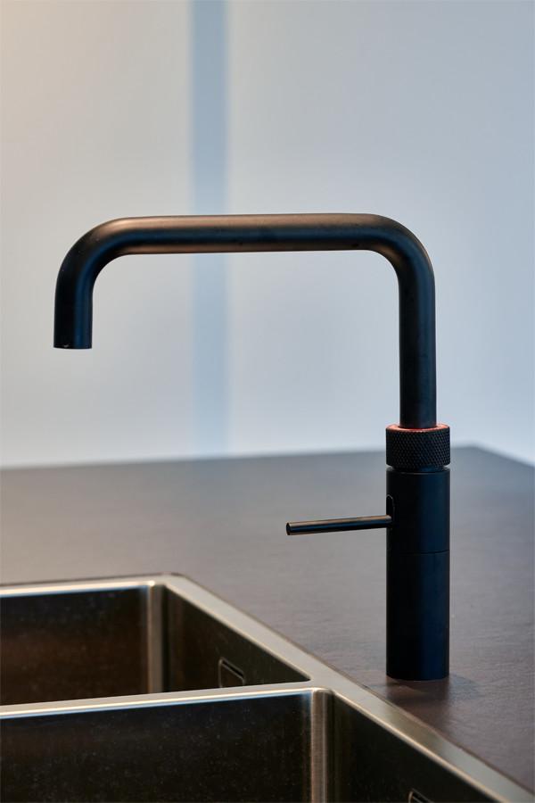 Quooker-keukenkraan in donker design - ACK Keukens