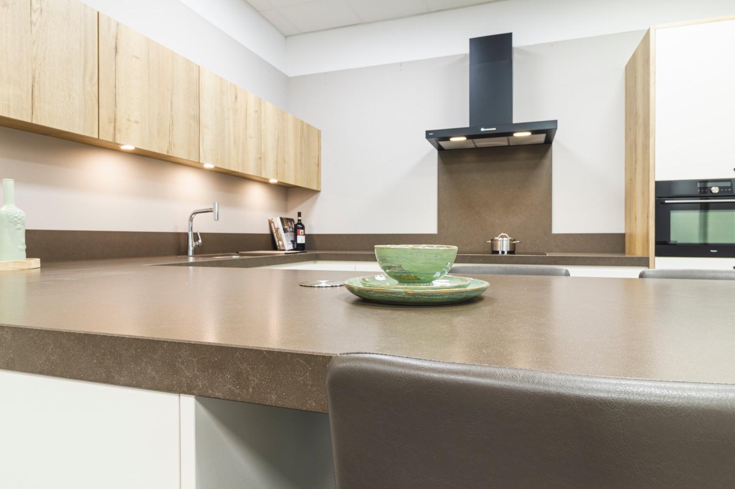 Detail van keuken met aangebouwd zitgedeelte - ACK Keukens
