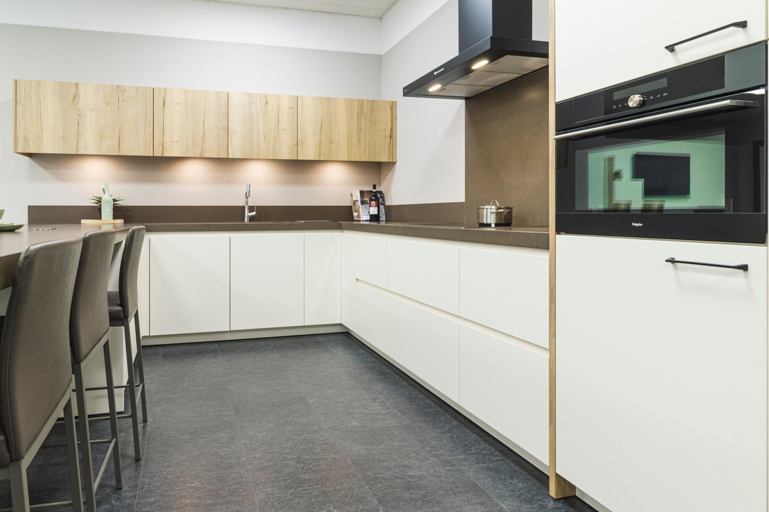 U-keuken met ingebouwde oven - ACK Keukens